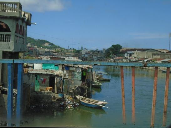Río Mapou en la ciudad de Cabo haitiano (Departamento del Norte)