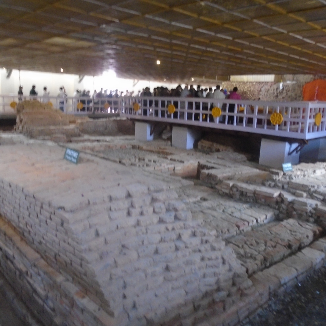 Interior del templo de Maya Devi