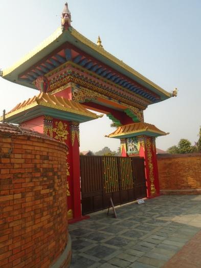 Entrada al templo tibetano